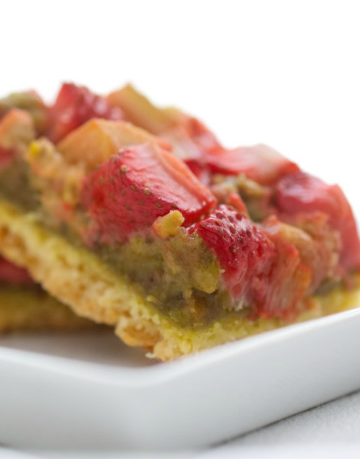 Tasty & easy to make strawberry rhubarb bars, made up of a shortbread crust covered with a pistachio filling and juicy strawberries & rhubarb.