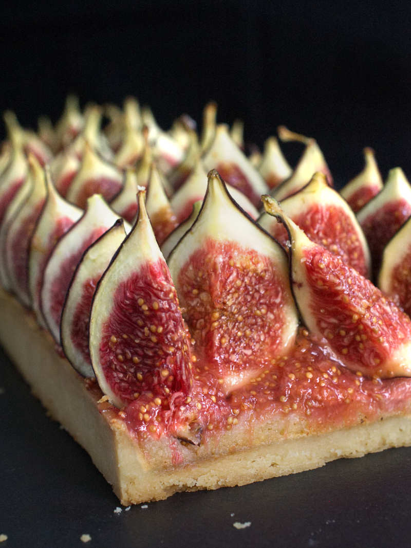 tarte aux figues fra ches cr me d 39 amandes et confit de figues nathalie bakes. Black Bedroom Furniture Sets. Home Design Ideas